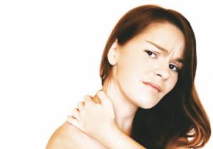 Народные лечения от боли в области шеи и плечах