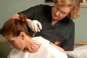 Укол в шею при шейном остеохондрозе