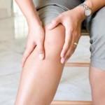 Процесс растирания коленей