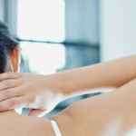 Втирание мази в шею